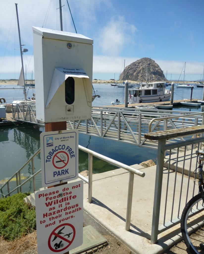 Mutt Mitts dispenser by the bay