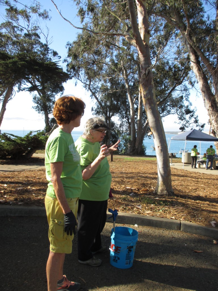 Eco Rotary Club President, Trina (right), helps a community volunteer, Charlotte (left), begin the day.